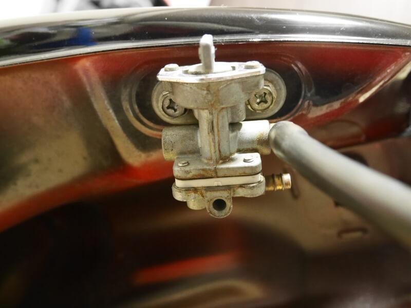 カワサキ・エストレヤRSのガソリンコックの外し方とガソリンコックの分解・オーバーホール