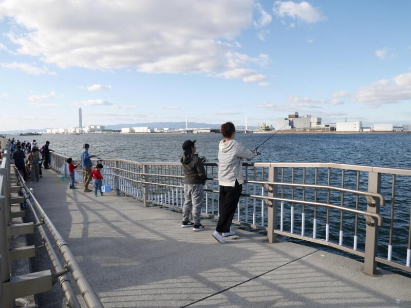 海とふれあい広場の海釣りテラス