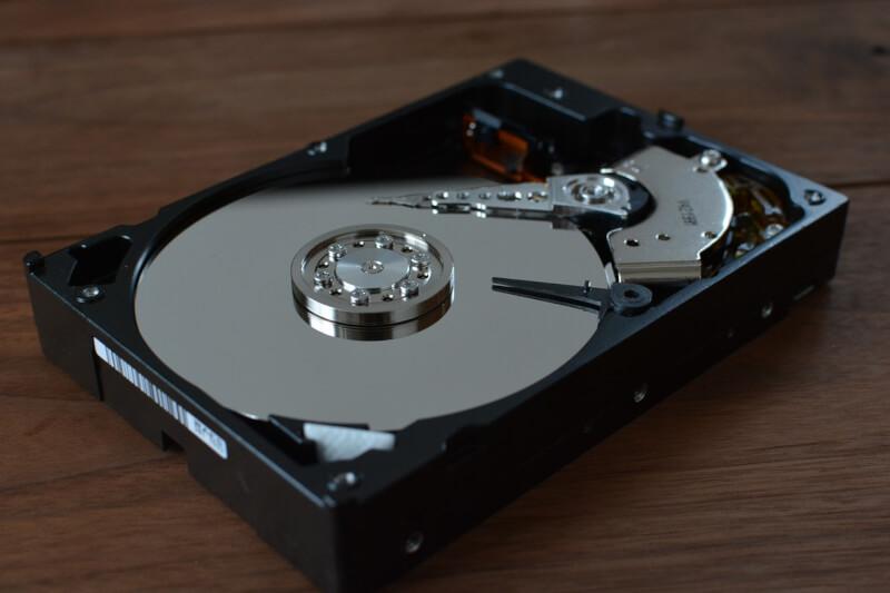 使わないデスクトップパソコンの解体とハードディスクの移設しました