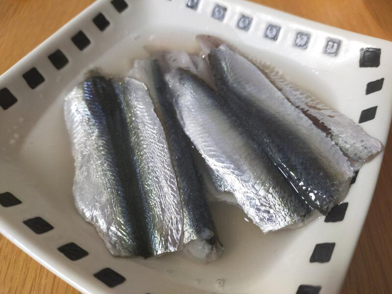 サッパ(ママカリ)を釣って酢締めで食べる【夢舞大橋でファミリーフィッシング】酢漬け