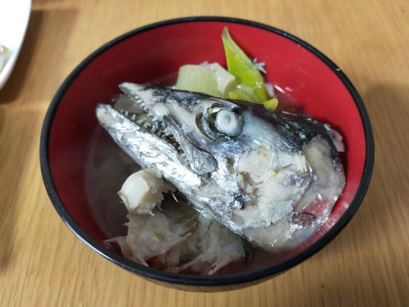 サゴシ(サワラ)をはじめて捌いて料理に挑戦!美味さに感動!?【ショアジギで人気の魚種】味噌汁