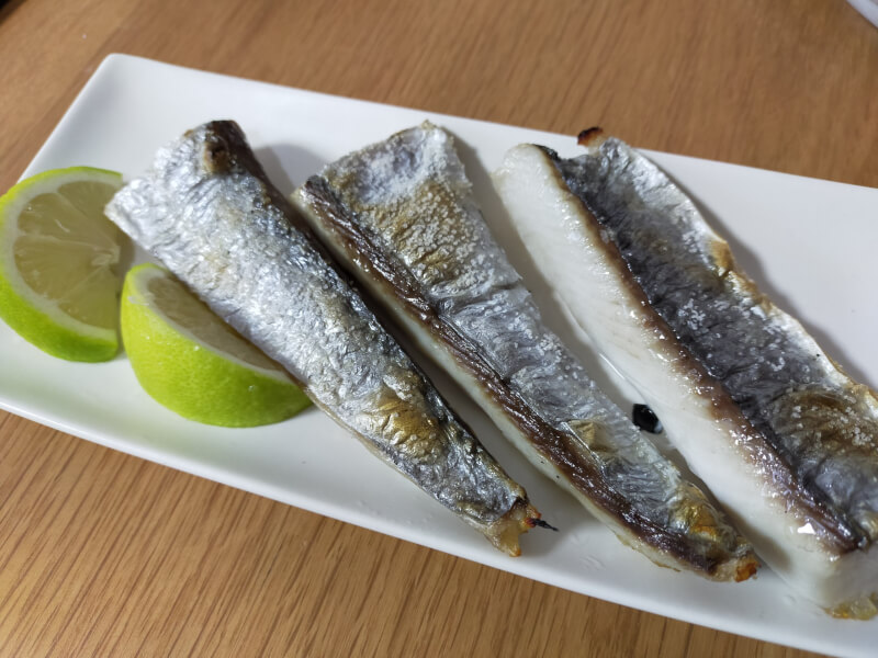 サゴシ(サワラ)をはじめて捌いて料理に挑戦!美味さに感動!?【ショアジギで人気の魚種】塩焼き