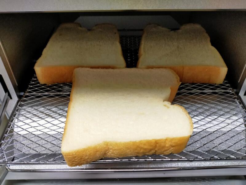 【レビュー】タイガー魔法瓶(TIGER)のオーブントースターが使いやすくておすすめ♪【KAM-R130WM】トーストを3枚焼ける